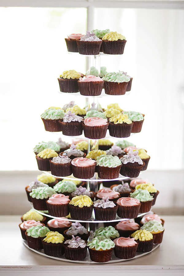 Real Wedding of Christopher and Natalie. Eden Cakes and Cupcakes. Karen Buckle Photography.