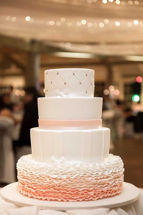 kayleigh-and-daniel-wedding-cake