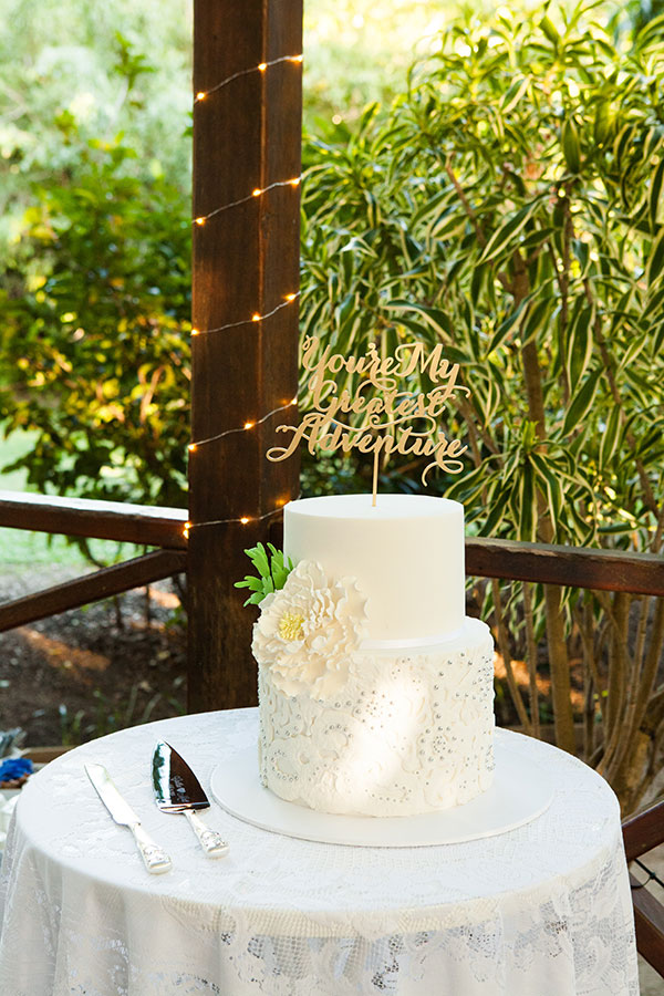 caitlin-and-matthew-wedding-cake