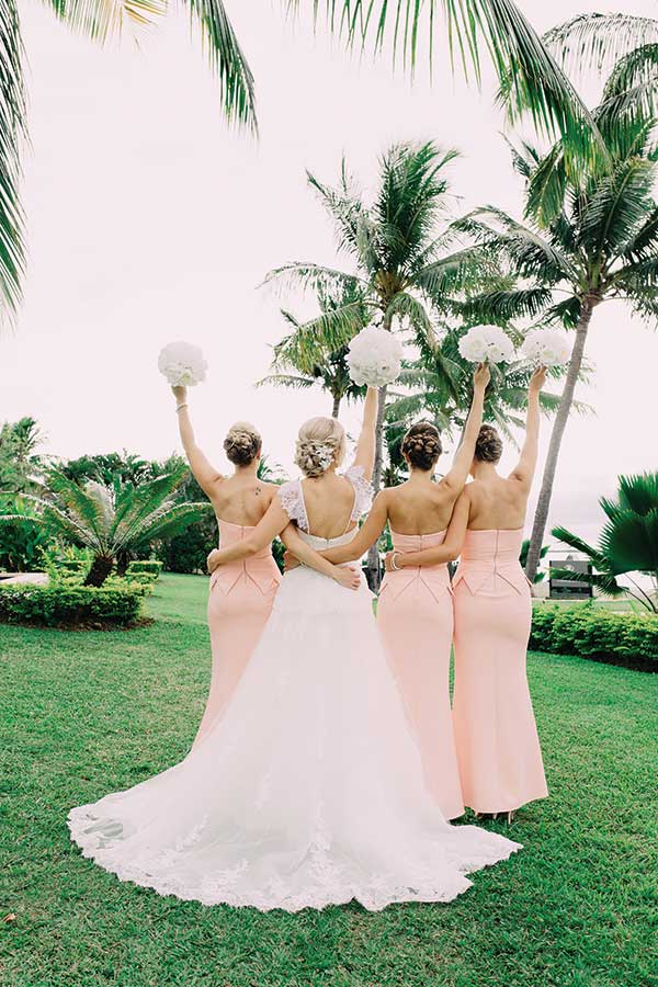 bridesmaids-with-flowers