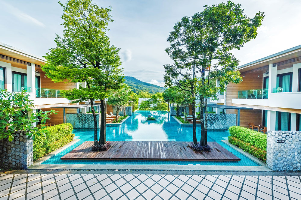 2016-pool-access-rooms-pool-2
