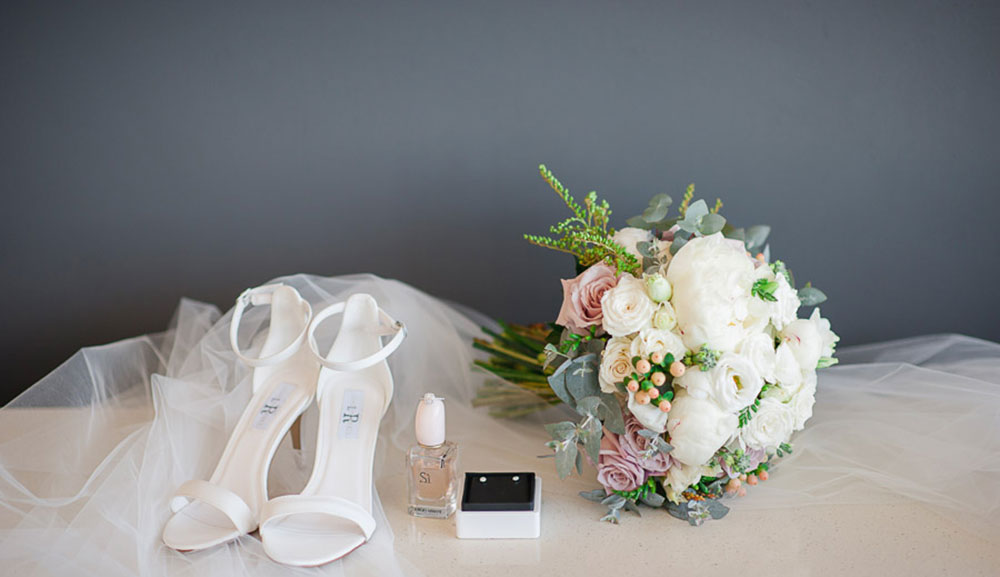 The shoes and bouquet