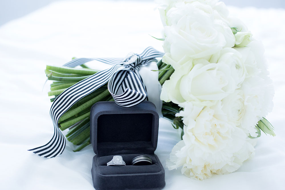 The rings and bouquet