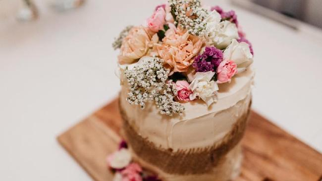 Woolworths-mudcake-wedding-cake-sourced-via-http://www.townsvillebulletin.com.au/lifestyle/woolies-mud-cake-saves-wedding-from-disaster/news-story/e88c205dfd8ddf25f0cf2618789e7223