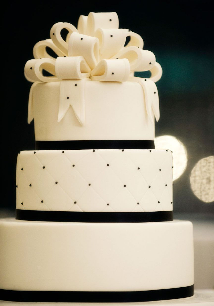Black and white 3-tier wedding cake. Photo: Sterling Studios