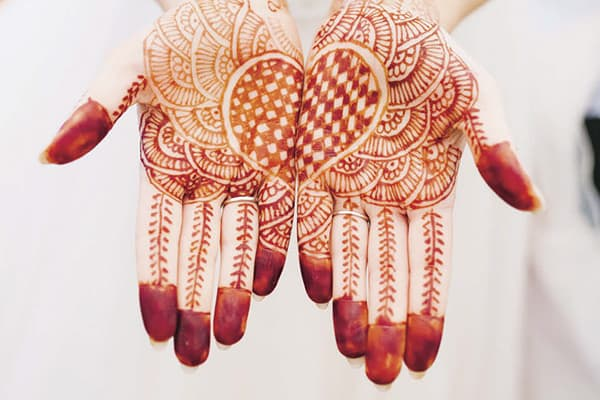 Henna at a traditional Indian wedding is always fantastic wedding entertainment