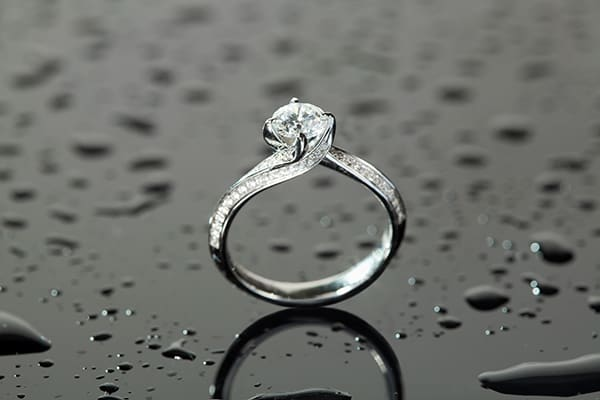 Round diamond wedding ring from Gilletts Jewellers