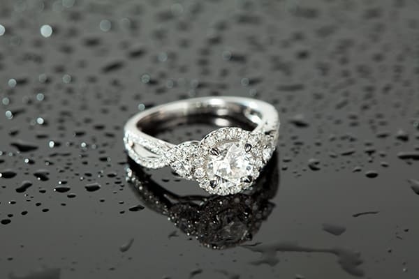 The 'Round Brilliant' diamond ring