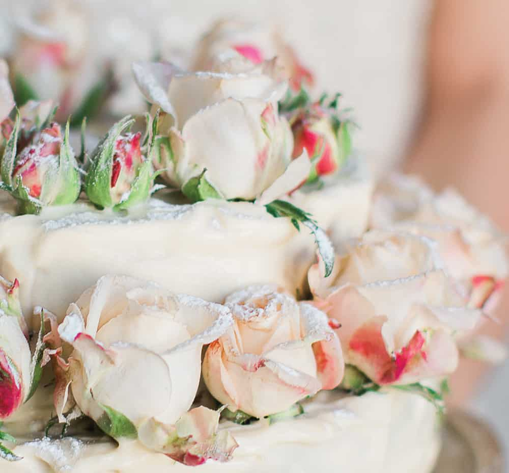 Stunning wedding cake with fresh flowers