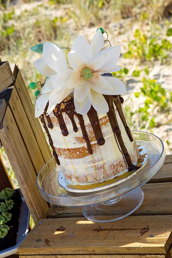 Wedding cake with a boho touch.