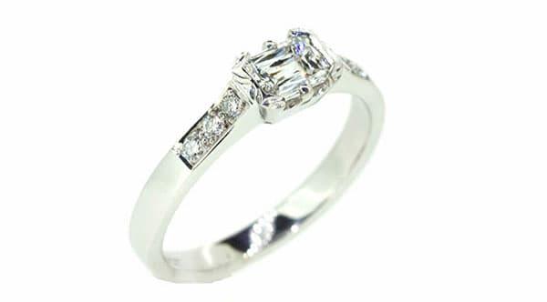 The 'Modern Square' diamond ring