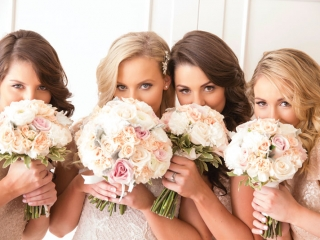 This #bridetribe opted for soft gold sparkles. Photo: Milque