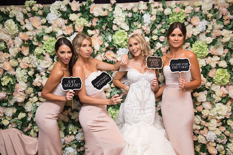 Pink and white bridesmaid dresses. Photo: Porfyri