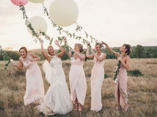 Different cuts and shades of pink for this #bridetribe