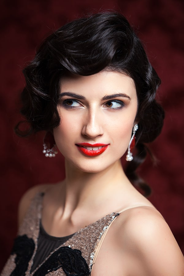 Vintage glamour beauty look with red lip.