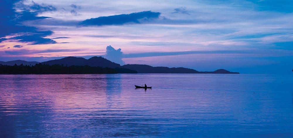 Honeymoon Solomon Islands: Gorgeous purple sunset.