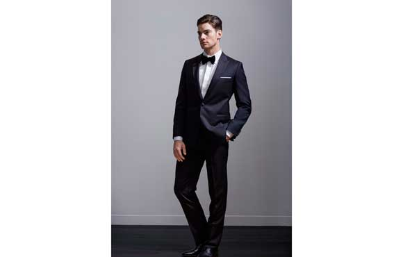 Groom style: tuxedo