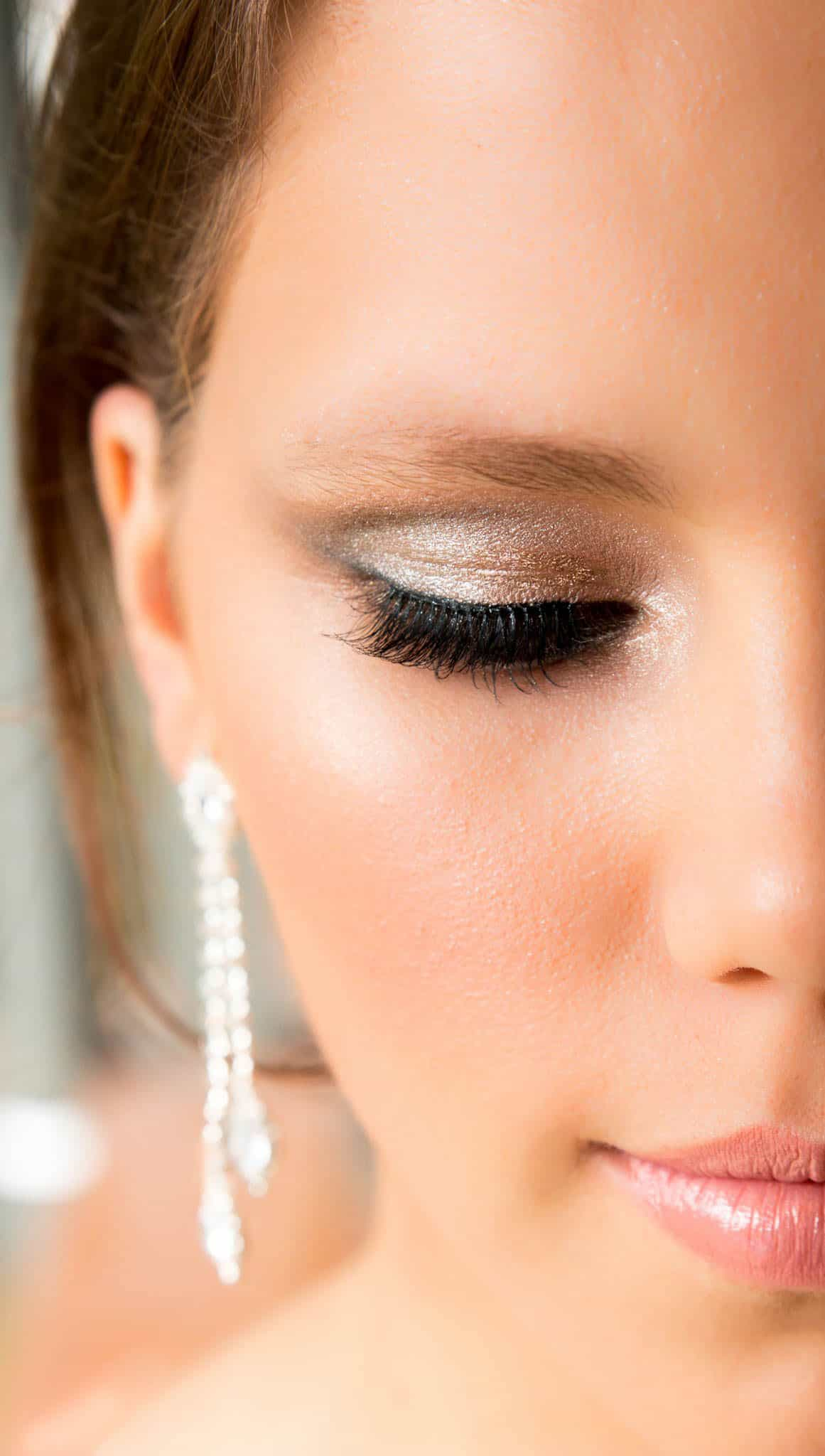 Professional Makeup Artist Lighting: Latonas Professional Makeup