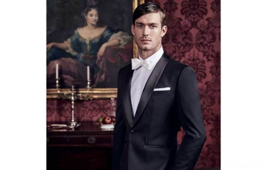 Groom style: white bow tie.