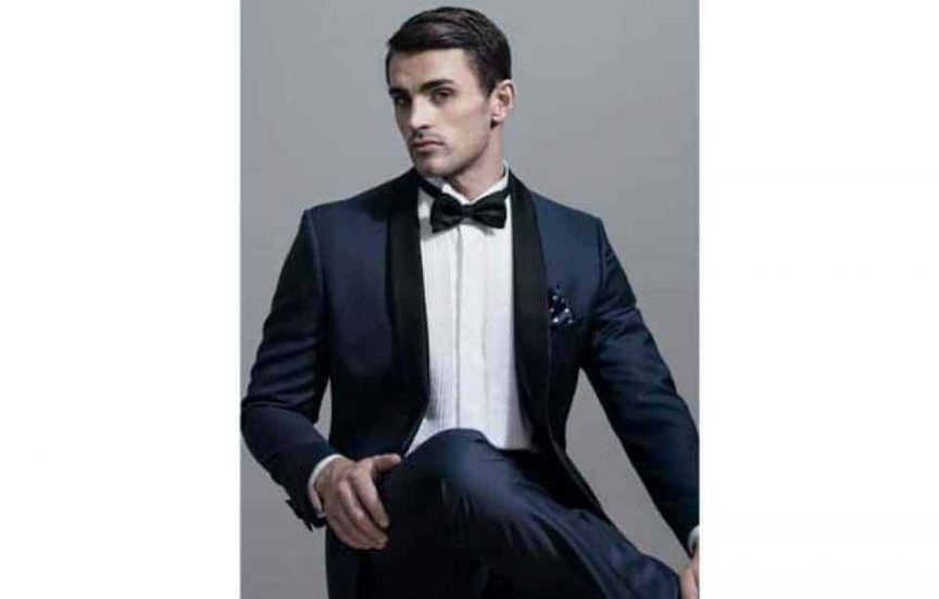 Groom style: black bow tie.