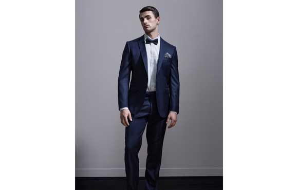 Groom style: Navy suit