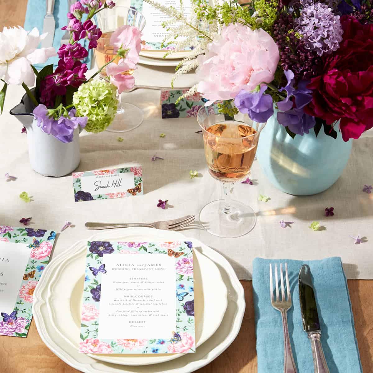 05.18_TheFold_WeddingTableSettings_CountryFlorals_social
