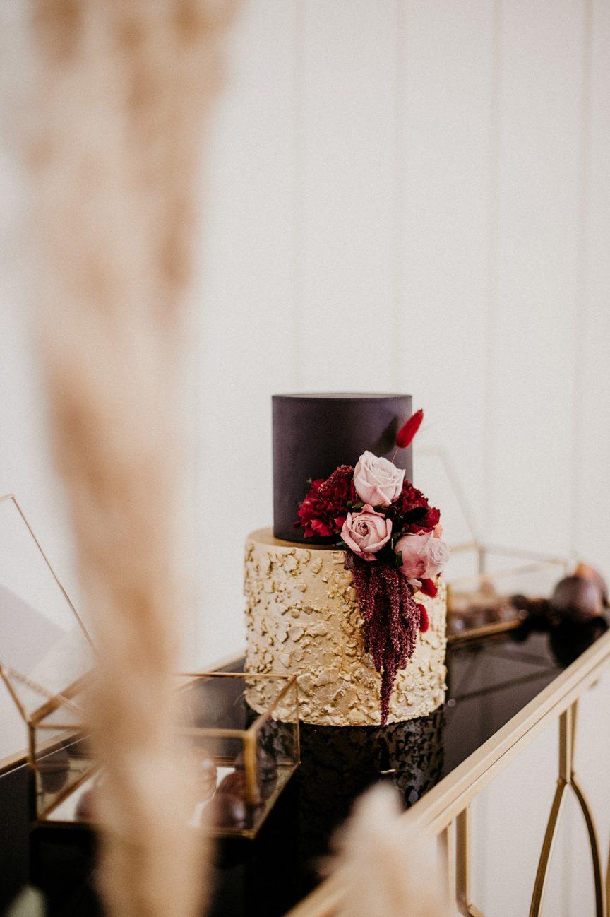 wedding cake black and gold