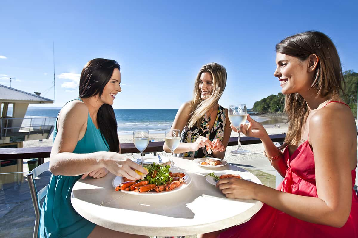 Girls_dining_Sunshine-Coast